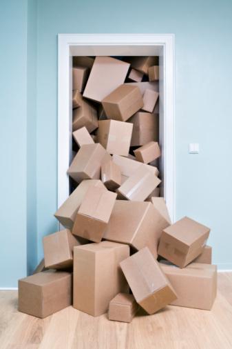 Overflowing「Cardboard boxes coming out of doorway」:スマホ壁紙(4)