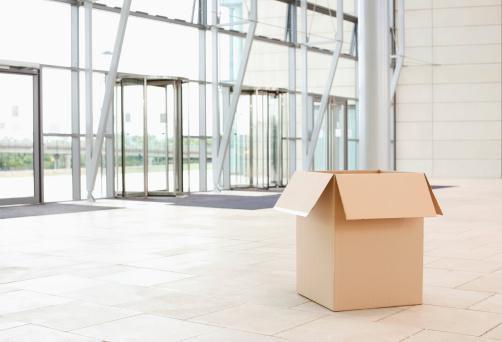 Moving Office「Cardboard box lying at a spacious office lobby」:スマホ壁紙(14)