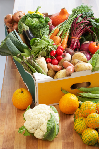 Leaf Vegetable「Cardboard box of assorted vegetables on kitchen counter」:スマホ壁紙(17)