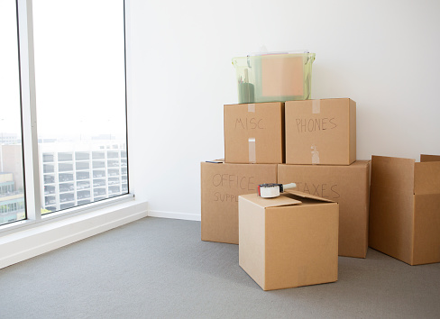 Moving Office「Cardboard boxes in new home」:スマホ壁紙(2)
