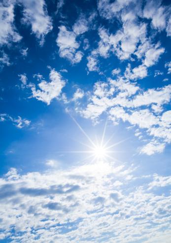 Looking Up「Sunlight & Clouds」:スマホ壁紙(10)