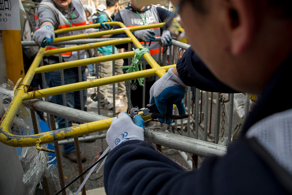 Brent Lewin「Authorities Move In To Clear Away Remaining Hong Kong Protest Sites」:写真・画像(0)[壁紙.com]