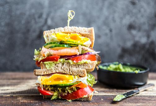 Guacamole「Sandwich with egg, salad, cucumber, tomate, salmon, avocado and onion」:スマホ壁紙(11)