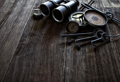 19th Century「Antique Compasses Keys and Binoculars on Old Wood」:スマホ壁紙(15)