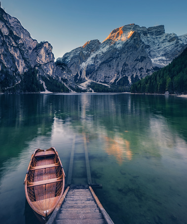 European Alps「Lone Boat at Sunrise at UNESCO World Heritage Lake Braies」:スマホ壁紙(13)