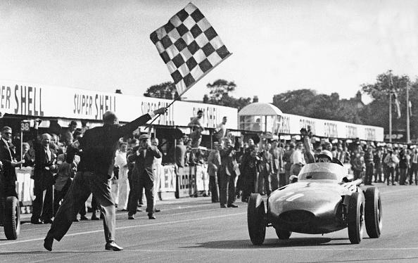 British Formula One Grand Prix「Stirling Moss Winning 1957 British Grand Prix At Aintree In The Vanwall.」:写真・画像(13)[壁紙.com]
