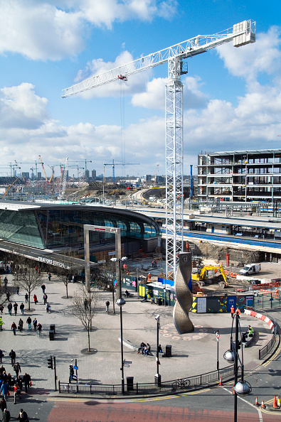 Construction Equipment「UK Stratford station with Olympic Park construction in background in east London」:写真・画像(10)[壁紙.com]