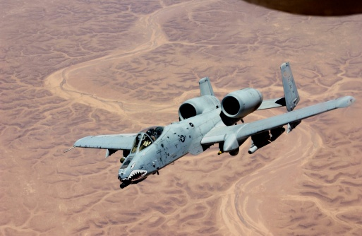 Military「An A-10 Thunderbolt from the 407th Expeditionary Fighter Squadron Tallil Air Base, soars above the skies of Iraq after receiving fuel from a KC-135, June 19, 2003.」:スマホ壁紙(6)