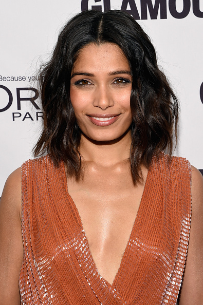 Freida Pinto「Glamour's Cindi Leive Honors The 2014 Women Of The Year - Arrivals」:写真・画像(1)[壁紙.com]
