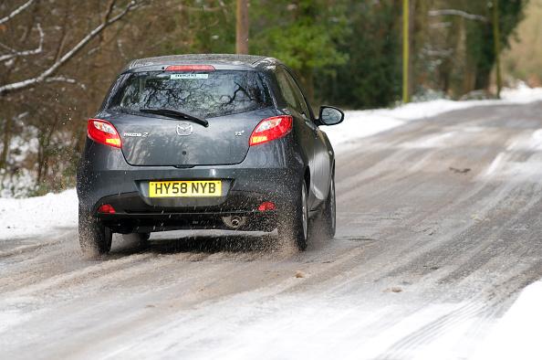 Slippery「2009 Mazda 2 driving on snowy road」:写真・画像(4)[壁紙.com]
