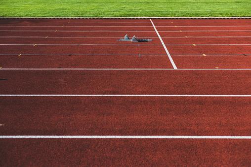 Track And Field「Starting block on tartan track」:スマホ壁紙(6)