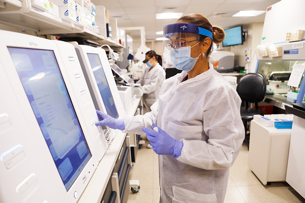 Laboratory「As State Opens After Lockdown, Coronavirus Cases Spike In Florida」:写真・画像(11)[壁紙.com]