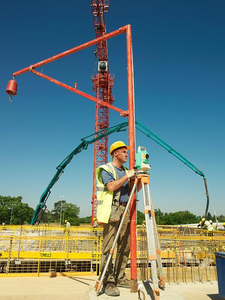 Sunny「Man using theodolite on construction site」:写真・画像(9)[壁紙.com]
