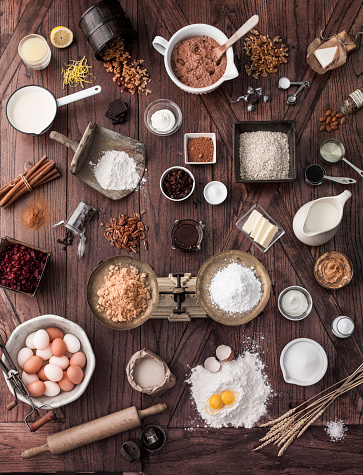 Spice「Scale and baking ingredients on wooden table」:スマホ壁紙(18)