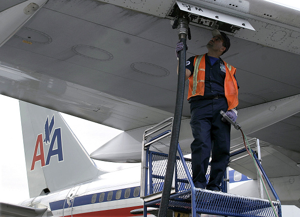 Refueling「High Cost Of Fuel Hurts Airlines' Bottom Line」:写真・画像(9)[壁紙.com]