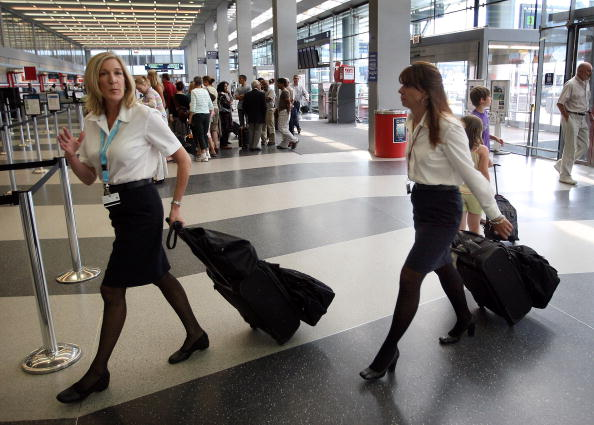 Crew「American Airlines Estimates That 900 Flight Attendants Will Be Furloug」:写真・画像(19)[壁紙.com]