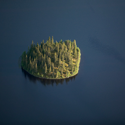 Island「Island on dark lake, aerial view」:スマホ壁紙(14)