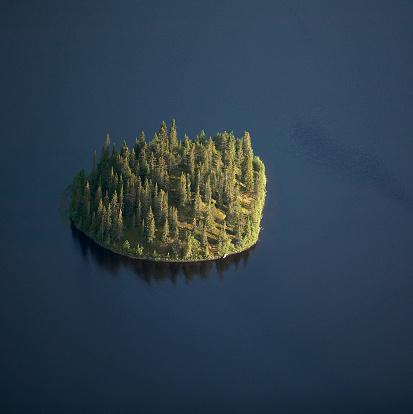 Island「Island on dark lake, aerial view」:スマホ壁紙(1)
