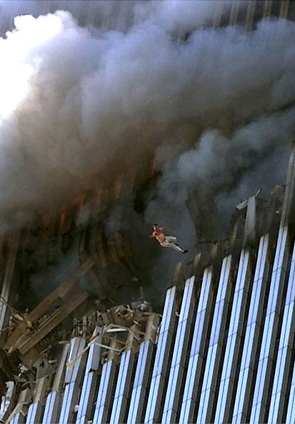 Men「World Trade Center Hit in Terrorist Attack」:写真・画像(1)[壁紙.com]