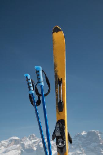 スキーストック「Ski poles and ski」:スマホ壁紙(14)