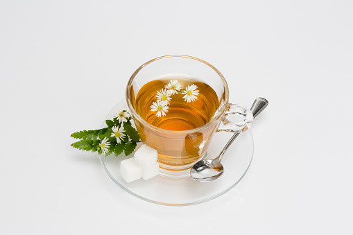 Focus On Background「Cup of camomile tea with camomile flowers」:スマホ壁紙(17)