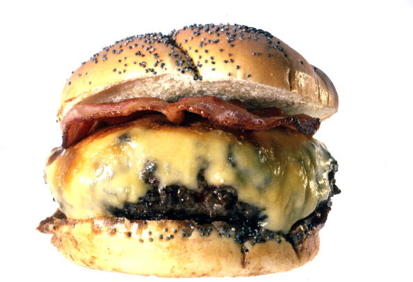 White Background「A Bacon Cheeseburger」:写真・画像(1)[壁紙.com]