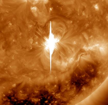 黒点「Close-up view of a massive X2.2 solar flare erupts on the Sun.」:スマホ壁紙(13)
