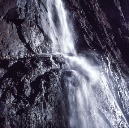 Yosemite Valley「Close-up view of Mid Yosemite Falls」:スマホ壁紙(13)