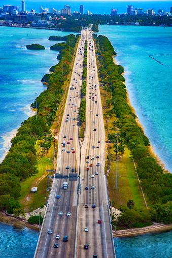 マイアミビーチ「高速道路とビスケーン湾を渡る橋」:スマホ壁紙(9)