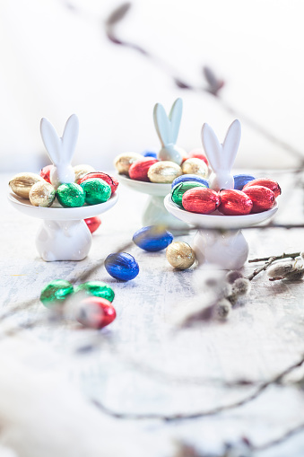 Chocolate Easter Egg「Easter bunny plates with chocolate eggs, twigs」:スマホ壁紙(1)