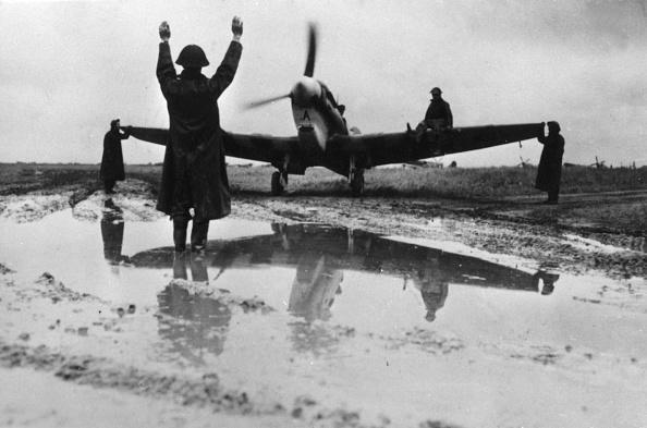 Airfield「Slippery Take-Off」:写真・画像(10)[壁紙.com]