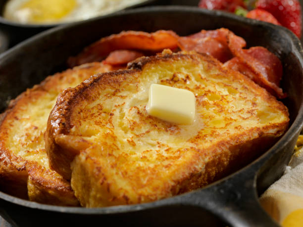 Brioche French Toast with Bacon and Eggs:スマホ壁紙(壁紙.com)