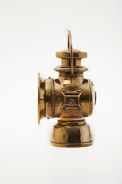 Lighting Equipment「Lucas Oil Lamp From 1903 De Dion Bouton.」:写真・画像(1)[壁紙.com]