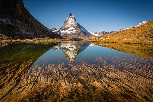 Switzerland「Matterhorn reflected in mountain lake」:スマホ壁紙(11)