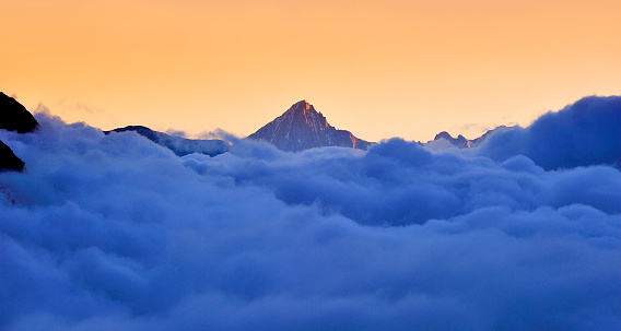 Pennine Alps「Matterhorn in the stratosphere cloud at sunrise」:スマホ壁紙(15)