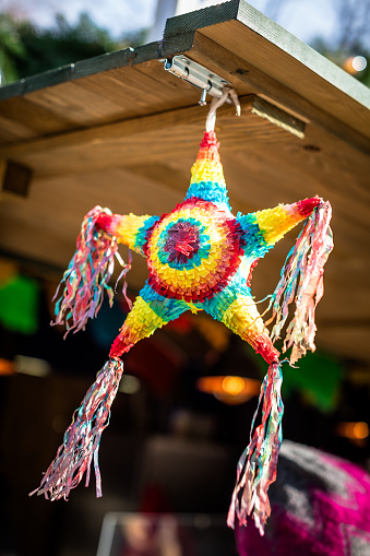 Market Stall「Star shape pinata hanging on a market stall, Geneva, Switzerland」:スマホ壁紙(18)
