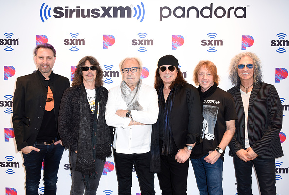 """SIRIUS XM Radio「Foreigner Performs Live On SiriusXM's Classic Rewind At """"The Garage"""" In The SiriusXM Hollywood Studios In Los Angeles」:写真・画像(11)[壁紙.com]"""