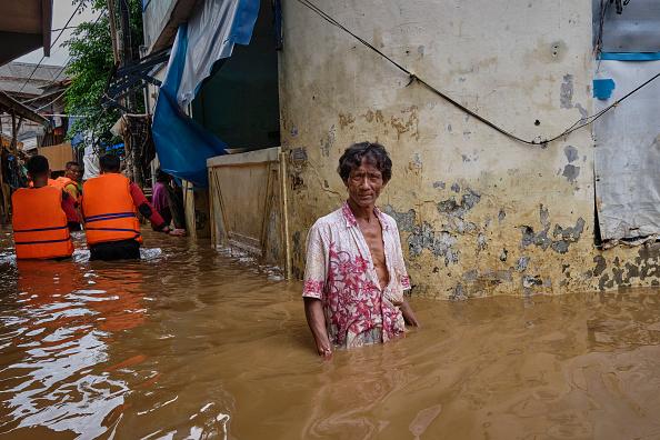 Jakarta「Massive Floods Hit Indonesia's Capital City」:写真・画像(11)[壁紙.com]