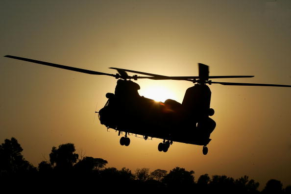 CH-47 Chinook「RAF Deliver Aid In Islamabad」:写真・画像(7)[壁紙.com]