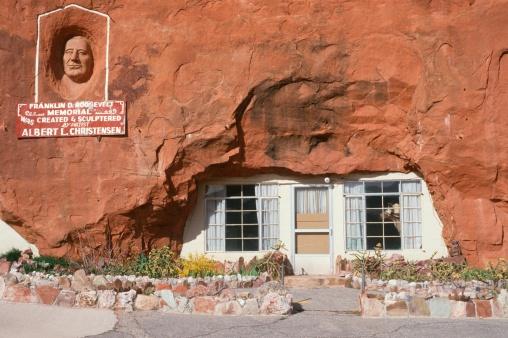"""Franklin Roosevelt「""""House built inside of a boulder and Franklin D. Roosevelt Memorial, UT""""」:スマホ壁紙(4)"""