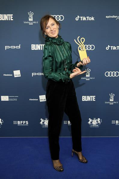 Silver Shoe「Deutscher Schauspielpreis 2020」:写真・画像(2)[壁紙.com]