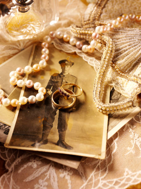 Soldiers Photograph with Antiques:スマホ壁紙(壁紙.com)