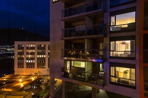 Scandinavia「Apartment lights at night」:スマホ壁紙(18)