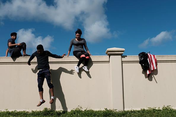 クライミング「Florida Begins Long Recovery After Hurricane Irma Plows Through State」:写真・画像(2)[壁紙.com]
