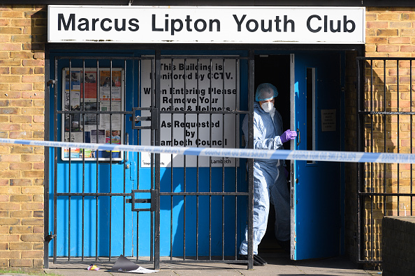 Leon Neal「Scene After A Man Was Stabbed To Death At A Brixton Youth Club」:写真・画像(9)[壁紙.com]