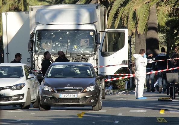 フランス「Bastille Day Truck Attack Kills 84 In Nice」:写真・画像(5)[壁紙.com]