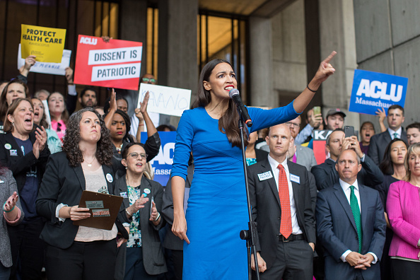 Alexandria Ocasio-Cortez「Boston Mayor, Activists Rally To Ask Jeff Flake To Reject Kavanaugh Nomination」:写真・画像(4)[壁紙.com]