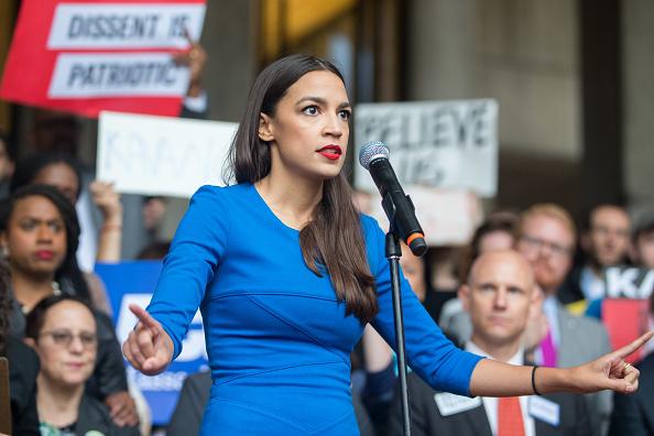 Alexandria Ocasio-Cortez「Boston Mayor, Activists Rally To Ask Jeff Flake To Reject Kavanaugh Nomination」:写真・画像(6)[壁紙.com]