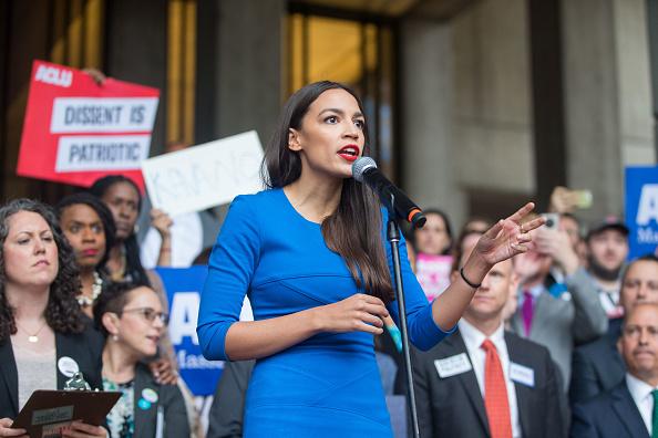 Alexandria Ocasio-Cortez「Boston Mayor, Activists Rally To Ask Jeff Flake To Reject Kavanaugh Nomination」:写真・画像(17)[壁紙.com]