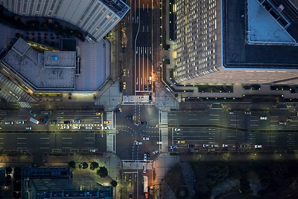 Japan, Tokyo, Aerial view of traffic and street at Shinjuku Ward:スマホ壁紙(壁紙.com)
